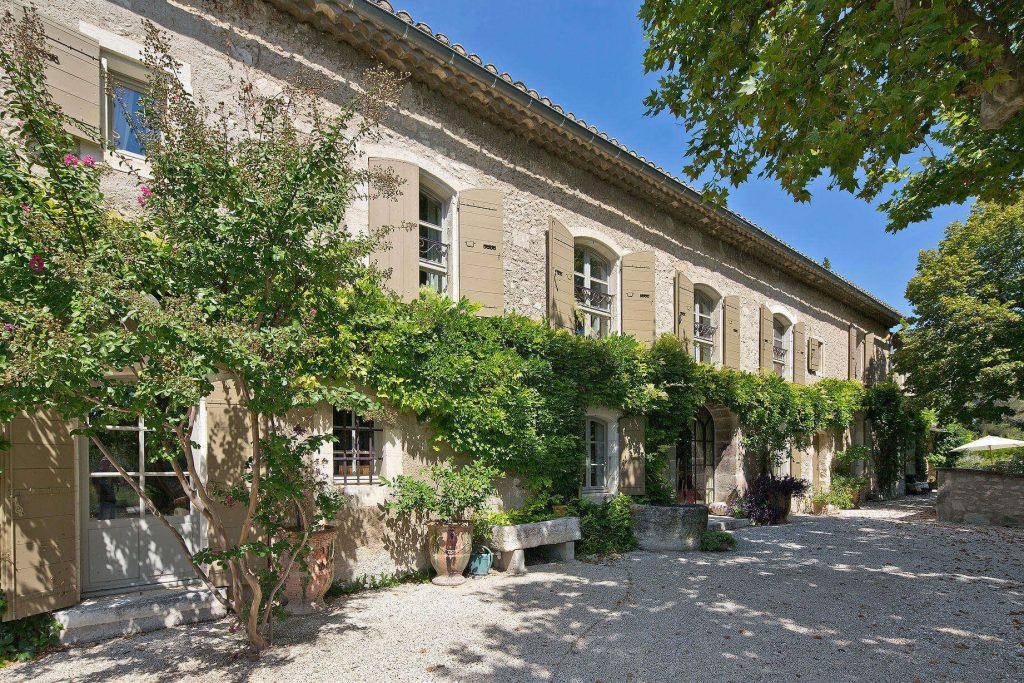 Mas des jardins villa rentals saint r my de provence for Les jardins de villa paris