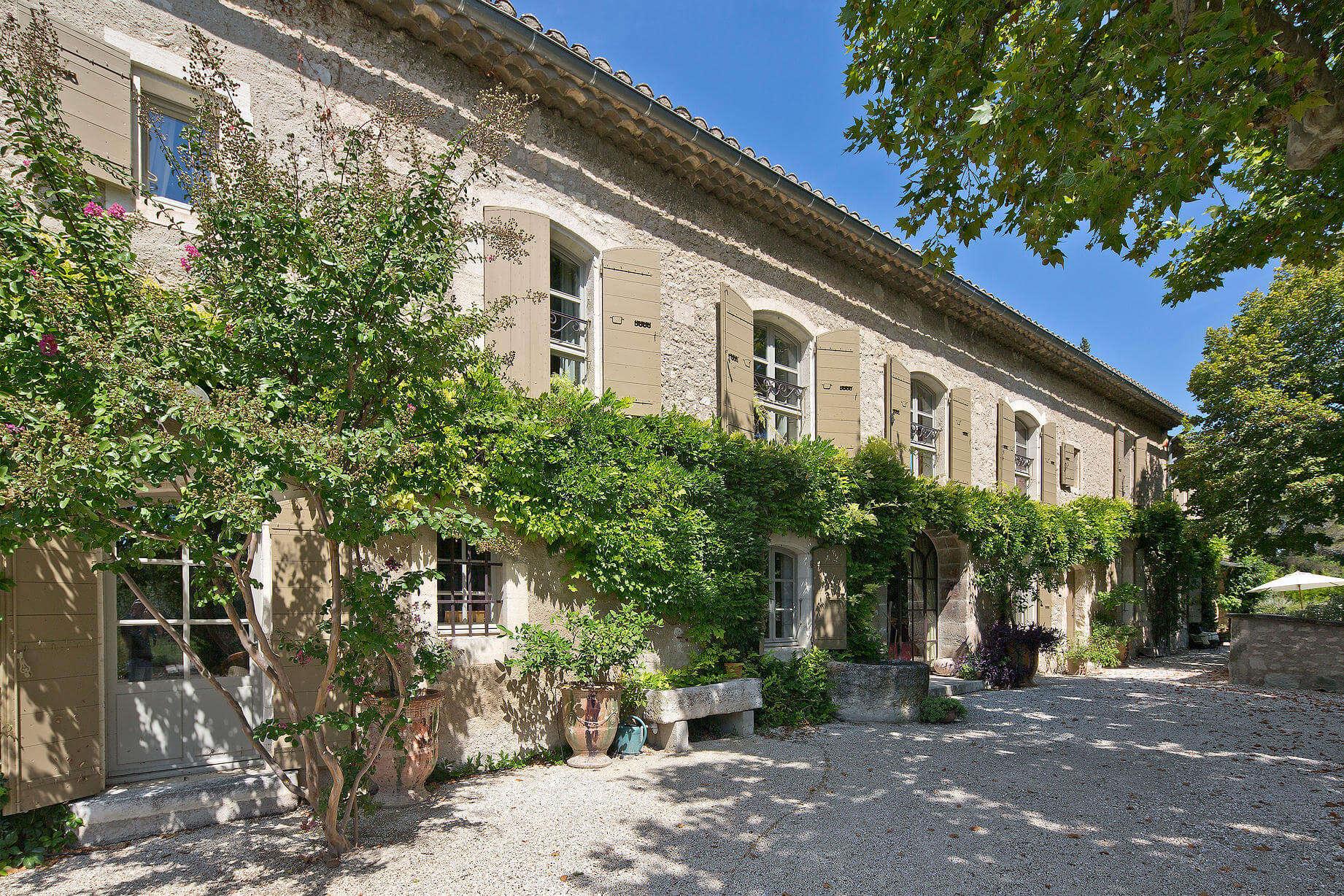 mas des jardins villa rentals saint r my de provence mas amor. Black Bedroom Furniture Sets. Home Design Ideas